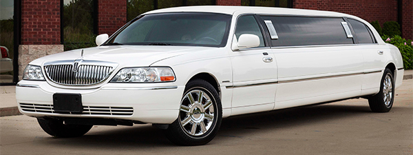 Stretch Lincoln Town Car Limo exterior