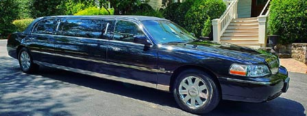 black Stretch Lincoln Town Car Limo exterior